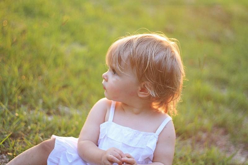 Olivia - age 1, Zoe & Daddy 093