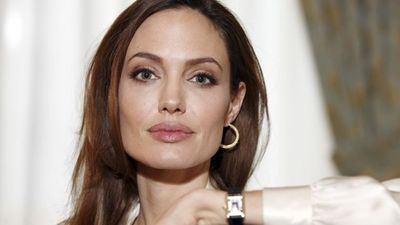 Angelina Jolie Gets Double Mastectomy